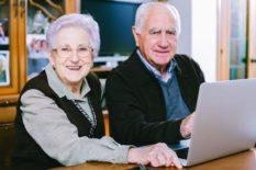 Clases a domicilio de informática básica para adultos mayores.
